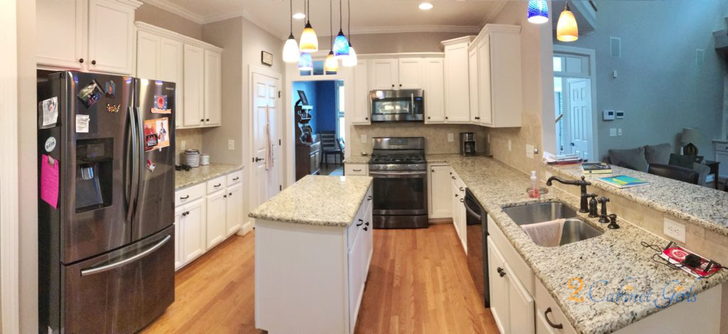 Our Homeowner Chose Sherwin Williams White Duck For Her Kitchen Cabinets It S A Soft With Warm Beige Undertones The Color Makes E Feel So