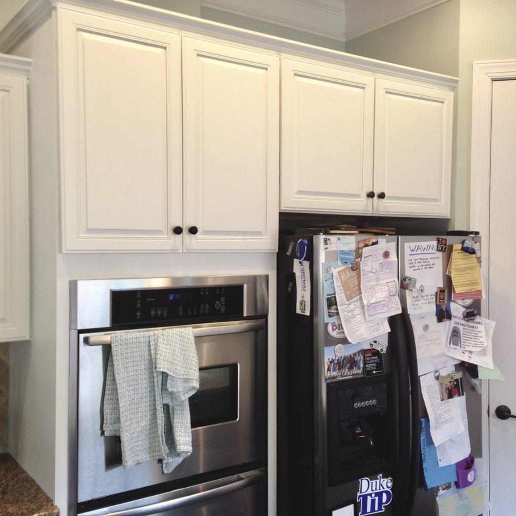 Extra White & Hale Navy Kitchen