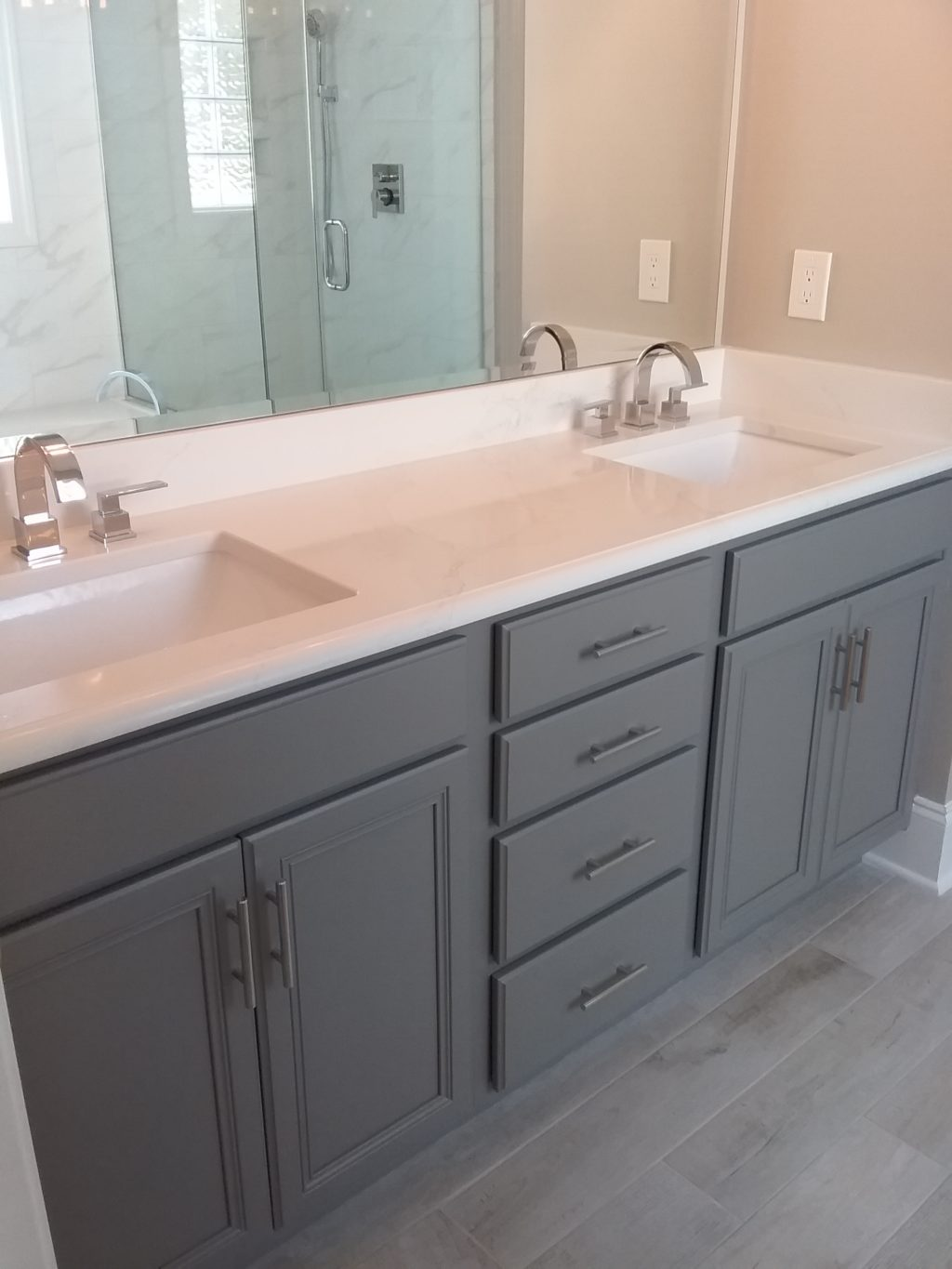 Dovetail Master Bathroom 2 Cabinet S