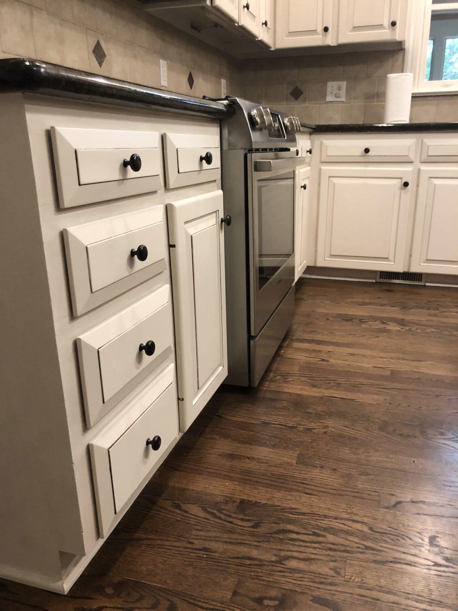 Panda White Kitchen / Brown Sugar Glaze - 2 Cabinet Girls